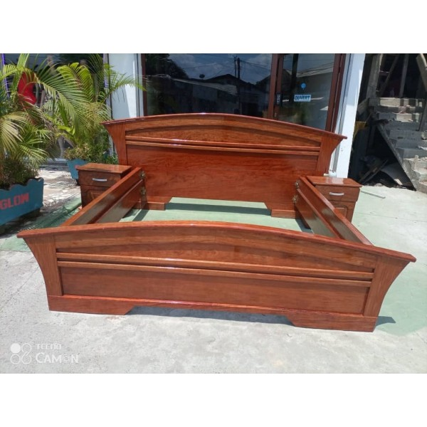 Luxurious Good Quality  3place Bed Crafted From the Finest Wood with 3 Side cupboard